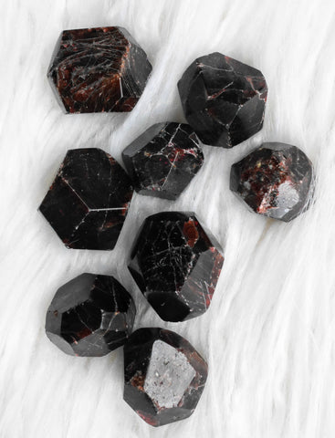 Garnet natural crystal tumbled stone