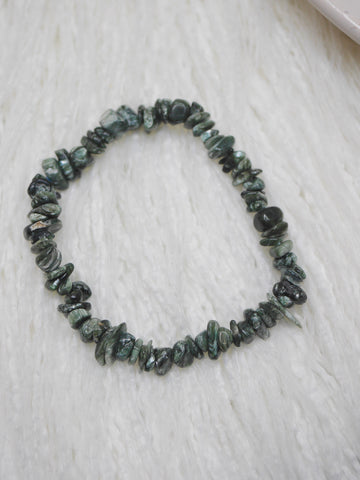 Seraphinite polished chip bracelet