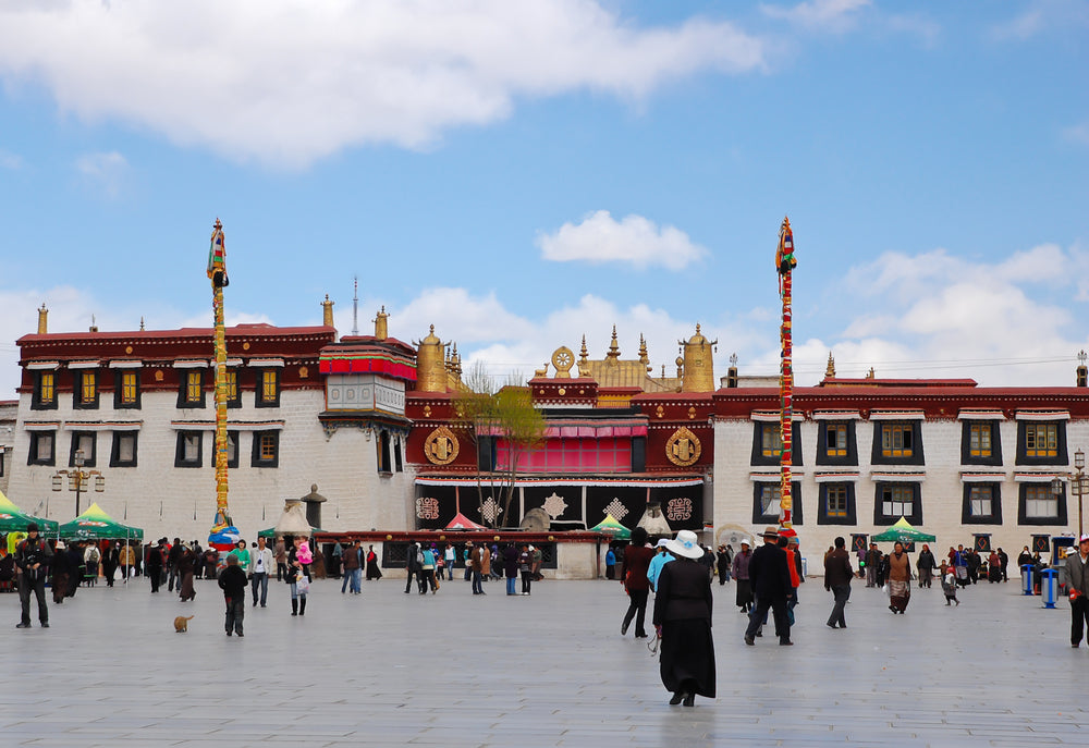 place-barkhor-view-on-temple-jokhang