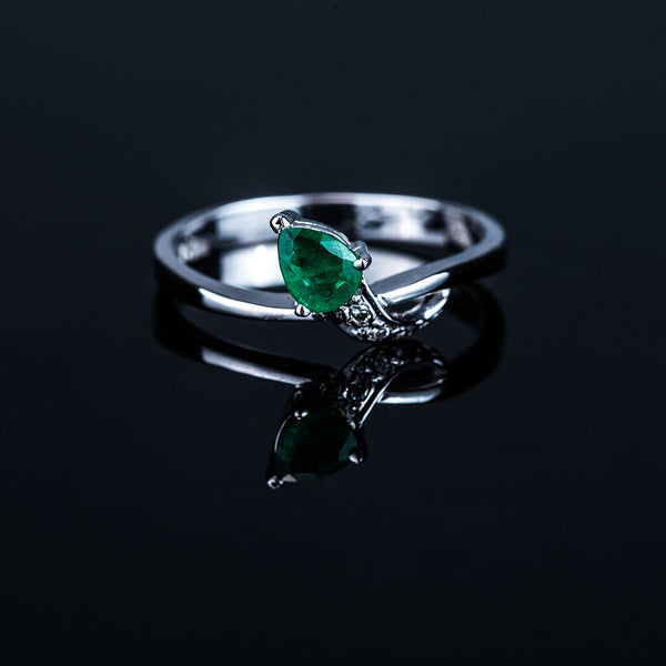 18k Pear Shape Emerald Ring