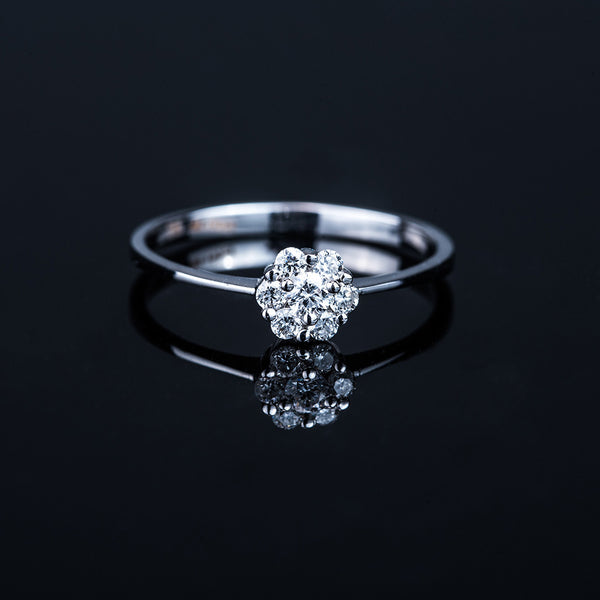 Classic 6+1 Diamond 18k White Gold Ring