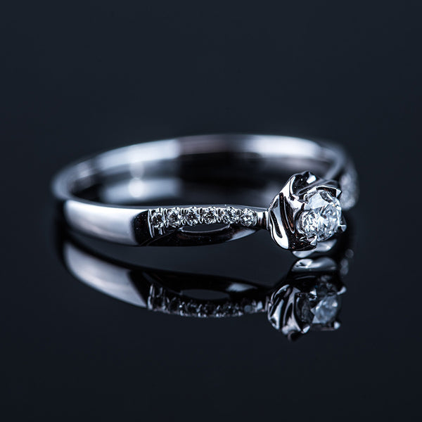 Flower and Curves - 18k White Gold Diamond Ring