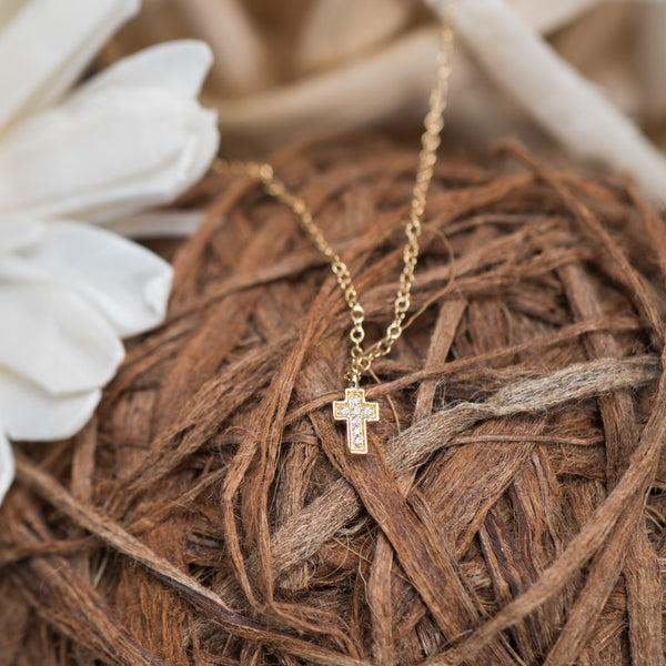 Little Cross 18K Yellow Gold Necklace | Jress.com
