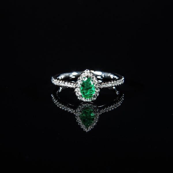 18K White Gold Pears Emerald Classic Ring