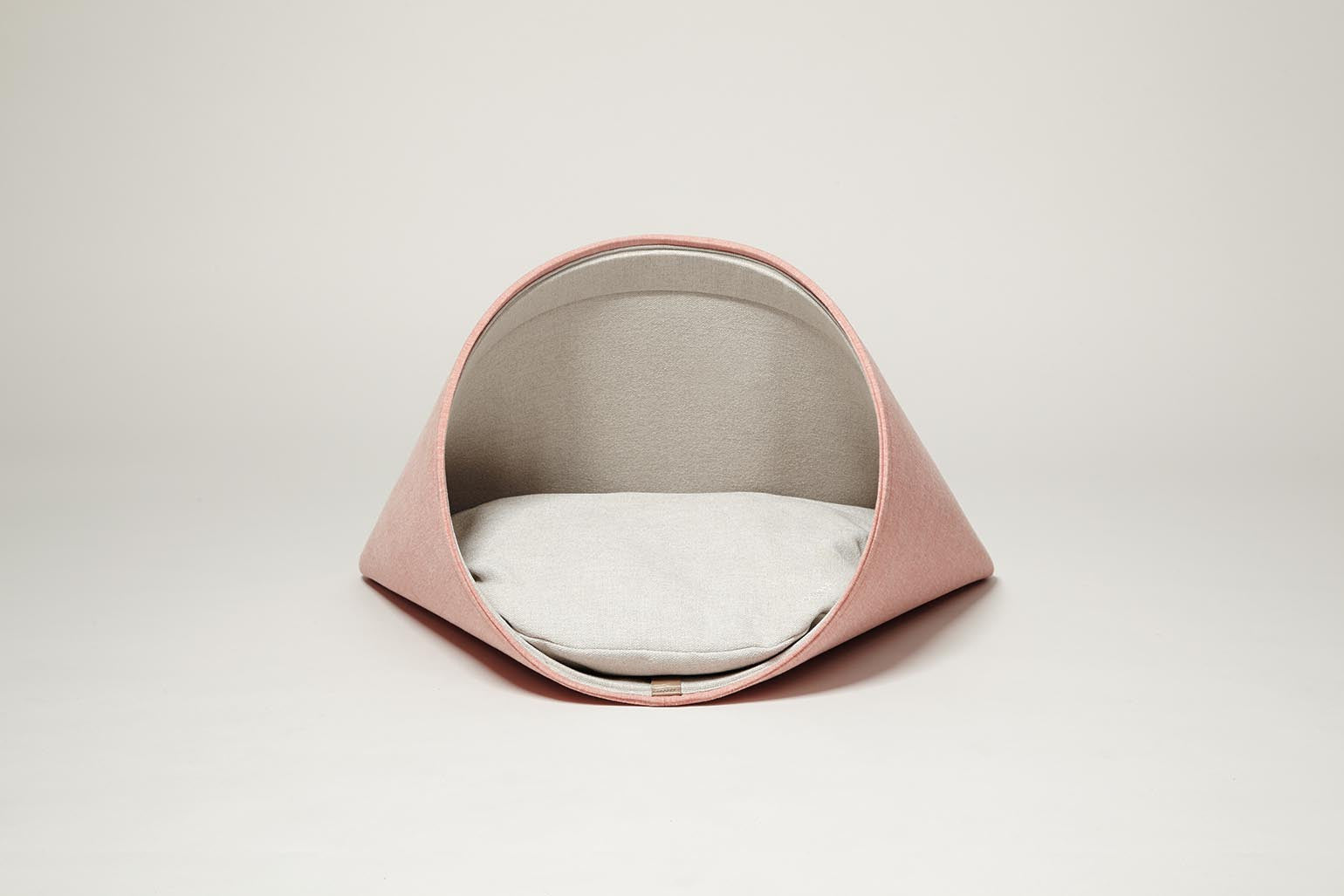 Howly Bed in Peach Perfect