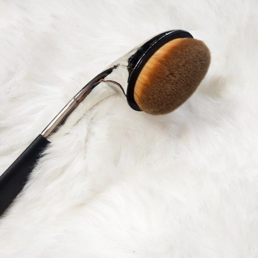 Single Oval Brush F03 - Under Eye Concealer or Contour - Jolie Beauty
