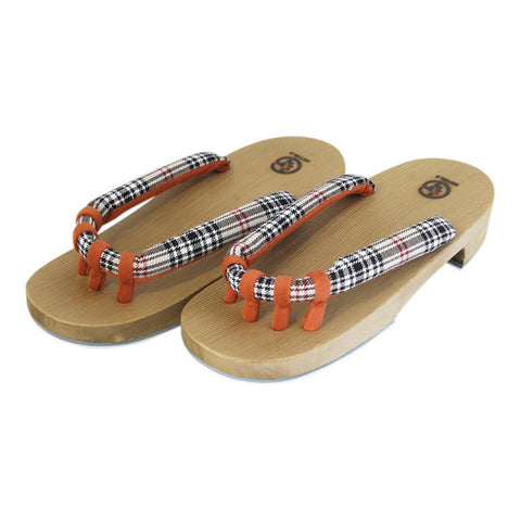 Getals Checkers sandals sold by Abaeran Japanese Artisan Goods are a stunning update of traditional Japanese footwear, for men and women handmade in Japan.