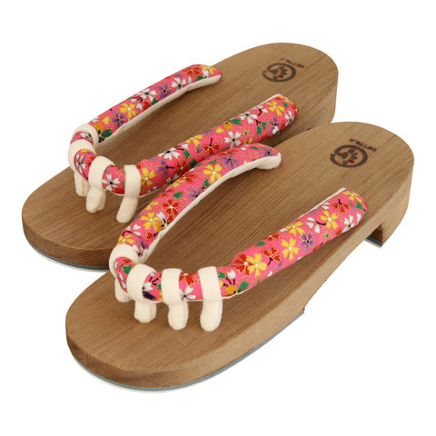 Getals Flower sandals sold by Abaeran Japanese Artisan Goods are a stunning update of traditional Japanese footwear, for men and women, handmade in Japan.