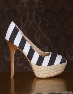 WOMAN NAVY STYLE BLACK PLATFORM PUMPS