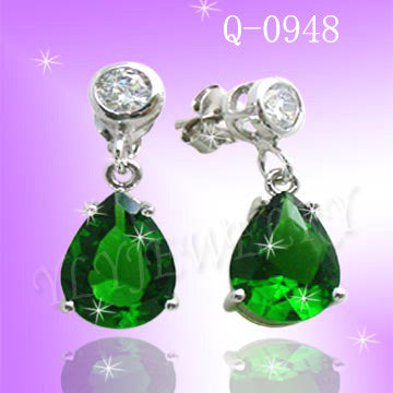 925 STERLING SILVER CZ EMERALD EARRINGS Q 0948