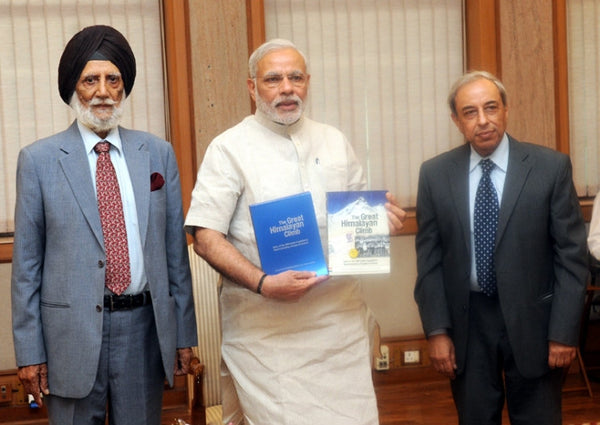 "The Prime Minister, Shri Narendra Modi releasing the book ""The Great Himalayan Climb"" on the occasion of the golden jubilee of the 1965 Everest Expedition, in New Delhi."