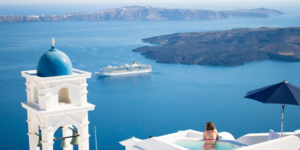 romantic couple vacation - santorini
