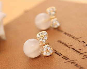 Bow Pearl Butterfly Stud Earrings