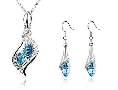 Fashionable Horse Eye Crystal Earrings and Necklace
