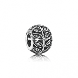 PANDORA Sparkling Leaves Charm from the new autumn collection.