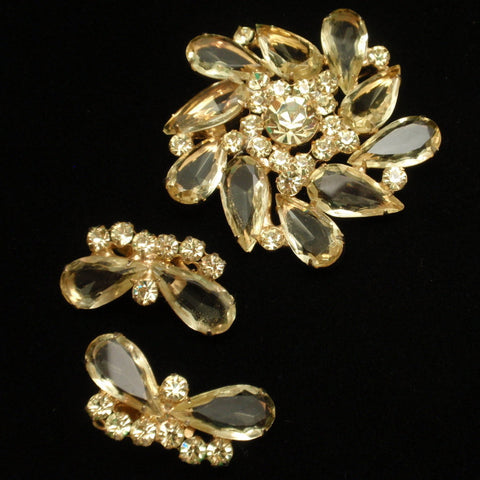 D&E Juliana Pin and Earrings Set