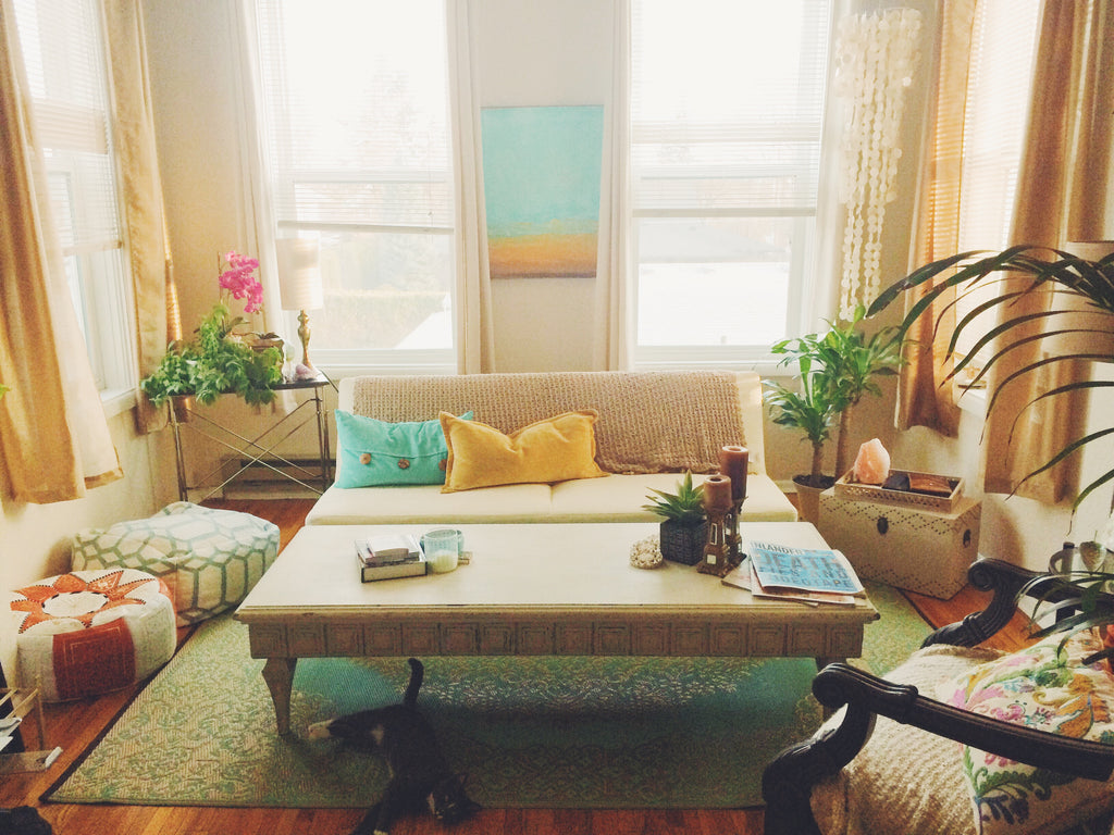 Jennifer's Teal Apartment