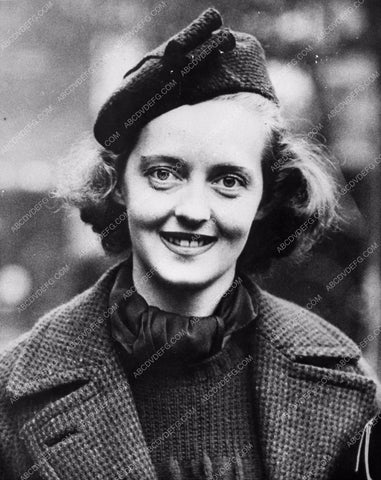 1936 candid on the street photo of Bette Davis 842-09
