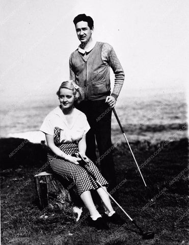 1933 candid photo Bette Davis 1st husband Harmon Nelson on golf course 842-12