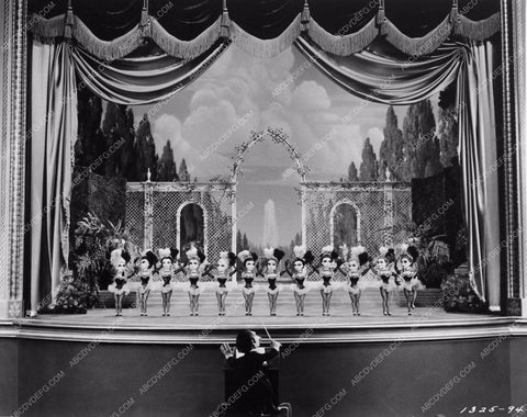 Ziegfeld Follies puppets 954-31