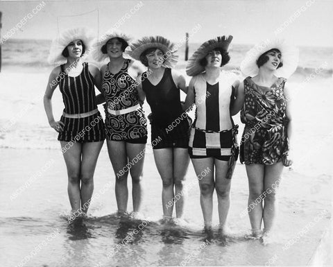1925 news photo bathing beauties show off their new modern swimsuits 1827-16
