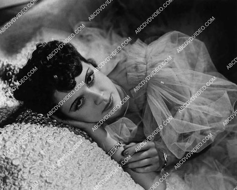 2959-032 Eleanor Powell laying in bed portrait 2959-032