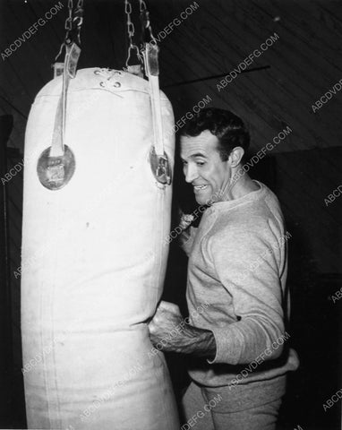 athletic Ricardo Montalban does some boxing training 7368-12