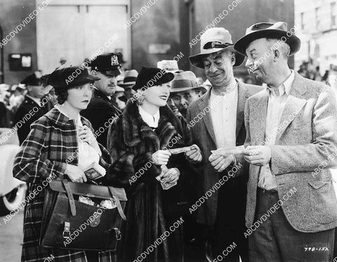 Zasu Pitts Carole Lombard handing out cash film The Gay Bride 8240-3
