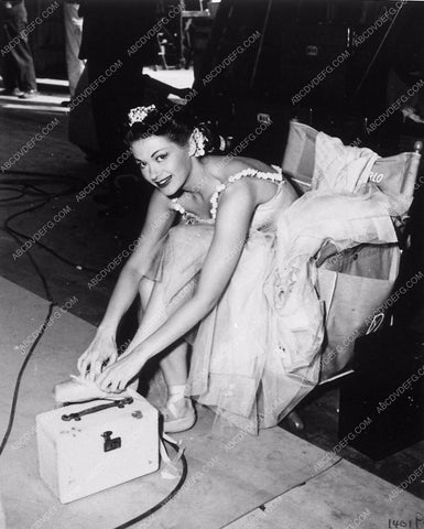 Yvonne DeCarlo behind the scenes in ballet costume 8641-09