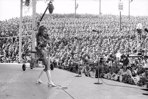 Ann-Margret performing live on stage for USO Show for servicemen 8b20-13422