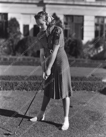 athletic Betty Grable test out her new golf clubs 8b20-4846