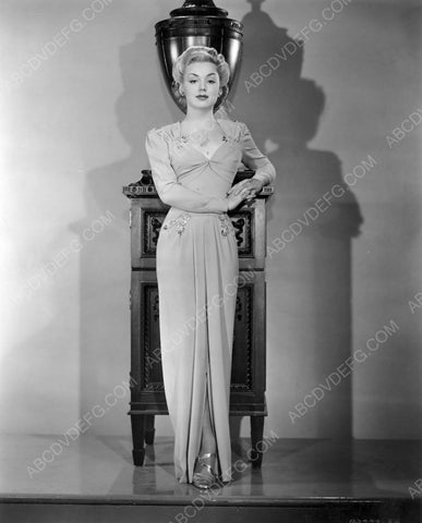 Anne Shirley full length fashion portrait 8b20-6699