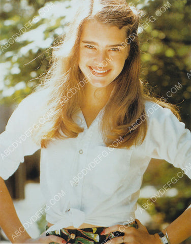 Brooke Shields lovely outdoors pic 8b20-8385
