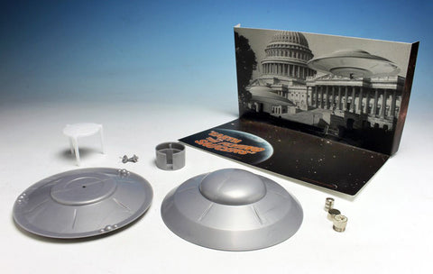 Atlantis Models Earth vs The Flying Saucers: Attack Saucer w/LED Light Kit