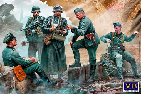 Master Box 1/35 WWII German Military Men (5) Kit