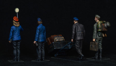 MiniArt Military 1/35 German Train Station Staff 1930-40s (4) & Cart  w/Luggage (New Tool) Kit