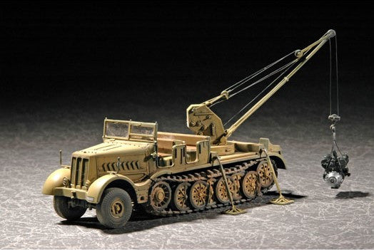 Trumpeter Military Models 1/72 WWII German FAMO SdKfz 9/1 Heavy Halftrack Prime Mover w/6-Ton Bilstein Crane (Early) Kit