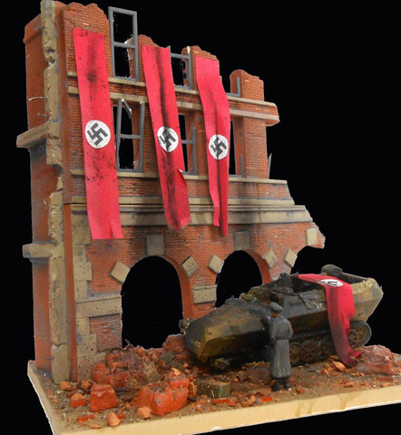 Dioramas Plus 1/35 Fall of Berlin 1945 German Street Scene Ruined Building Front w/Base Kit