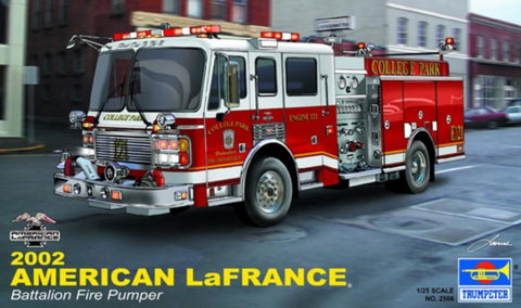 Trumpeter Model Cars 1/25 2002 American LaFrance Eagle Fire Pumper Truck Kit