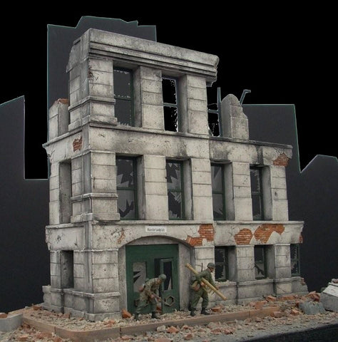 Dioramas Plus 1/35 Ruined Small 3-Story Government Building Kit