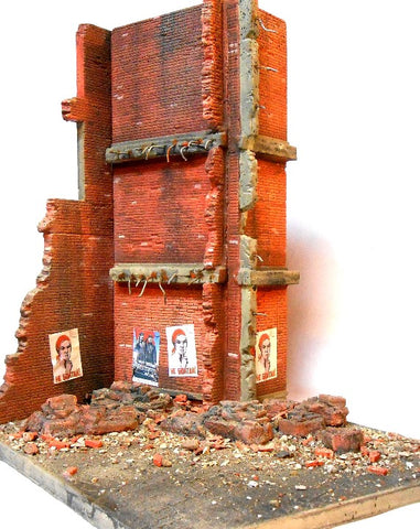 Dioramas Plus 1/35 Stalingrad Shakedown Ruined Walls, Rebar, Rubble w/Base Kit