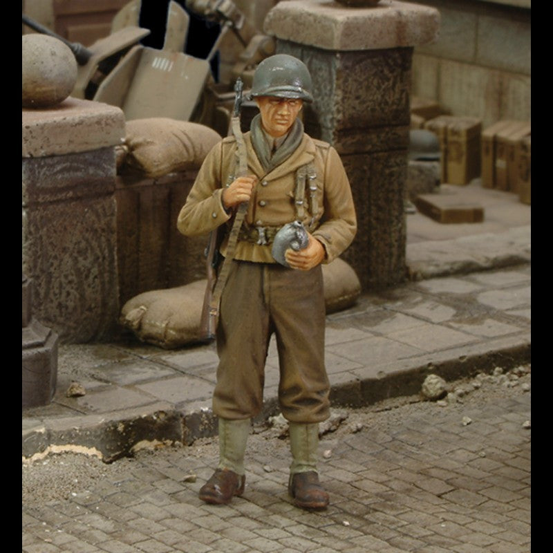 Royal Model 1/35 WWII US Infantry Rifleman w/Canteen Resin Kit