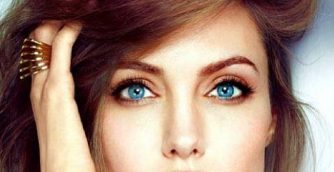 Top 15 Women who Stand Out with their Captivating Eyes