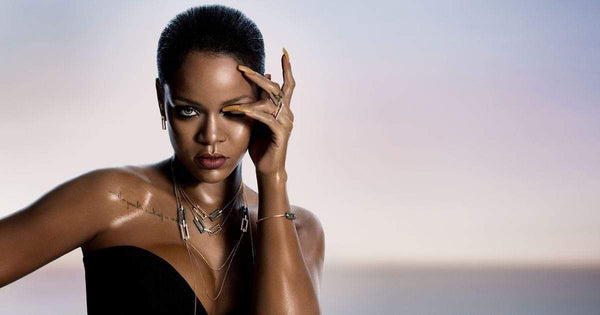 What Is Rihanna's Real Eye Color | Does She Wear Coloured Contact Lenses? We Reveal All!