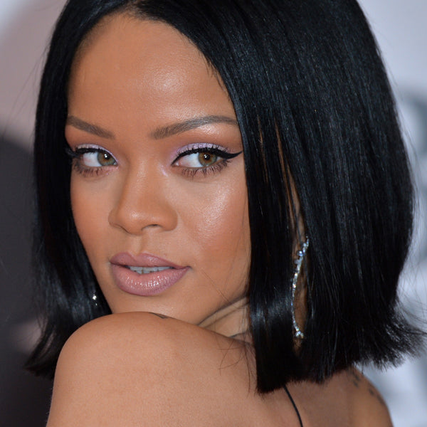 what is rihanna s real eye color does she wear coloured contact