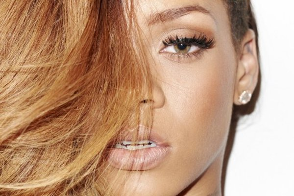 What Is Rihanna's Real Eye Color | Does She Wear Coloured