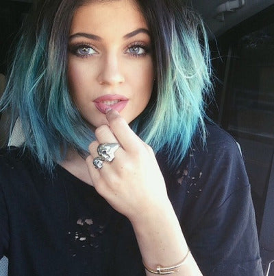 kylie Jenner wearing coloured contact lenses blue