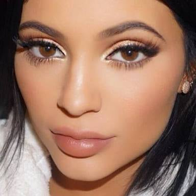 kylie Jenner wearing coloured contact lenses natural brown eyes
