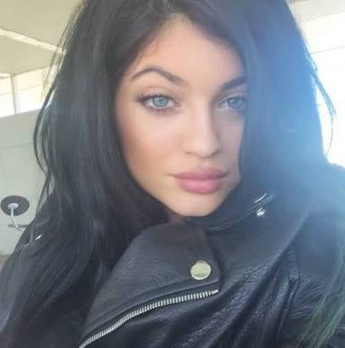 Kylie Jenner wearing coloured contact lenses blue grey