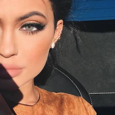 Kylie Jenner Wearing Coloured Contact Lenses- Grey and blue colours